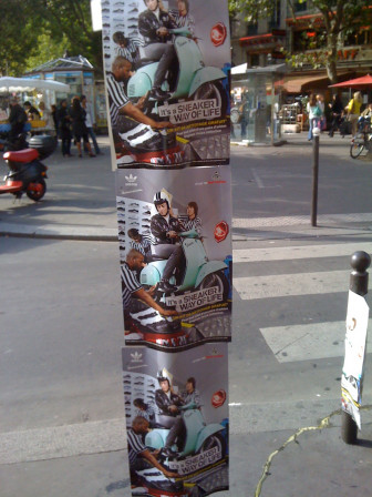 trabajo Precaución Feudal  Opé street marketing par Adidas Place de la Bastille - Adidas + Vespa -  Miscellanees.net - blog prolixe pub, marketing & conso, high tech,  innovations